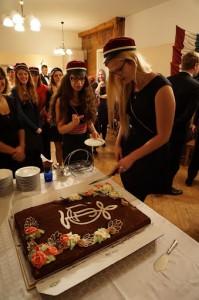 Esinaine perekonnaõhtul torti lõikamas (2015 sügis) Mari-Anne Liblik