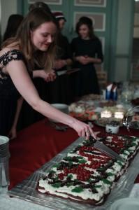 Esinaine perekonnaõhtul torti lõikamas (2016 kevad) Kadri Tinn