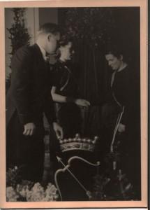 Savolainen Osakunta kingib indlaensistele juubeliks SavO vapi (1939)