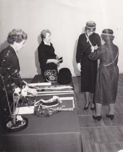 Taasasutajad saavad välismärgid(1989)