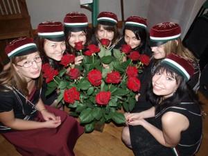 Coetus 2008/II kavaleri kingitud roosidega (sügiskommerss 2009)